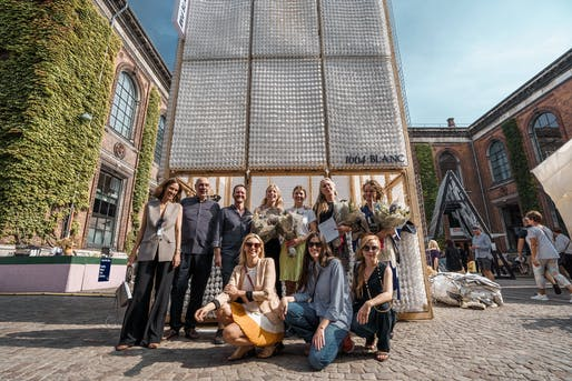 The team and the jury in front of the first prize pavilion. Photo: Joakim Züger