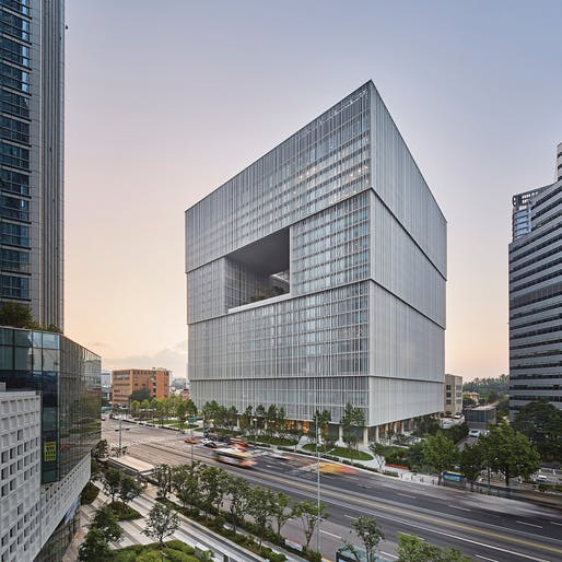 Best Tall Building 100–199 Meters Category Winner and Interior Space Award Category Winner: Amorepacific Headquarters, Seoul. Photo: Namsun Lee.