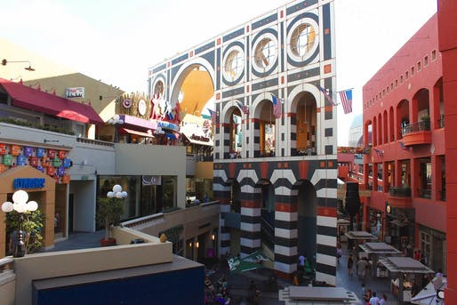 Horton Plaza in San Diego, Image © prayitno.hadinata