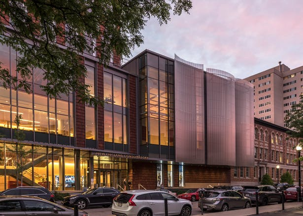 The performance podium, which houses an ensemble room, an opera studio, and an orchestral rehearsal space with acoustics mimicking those of Jordan Hall, projects a screened bay over the sidewalk. Photo credit: Peter Vanderwarker
