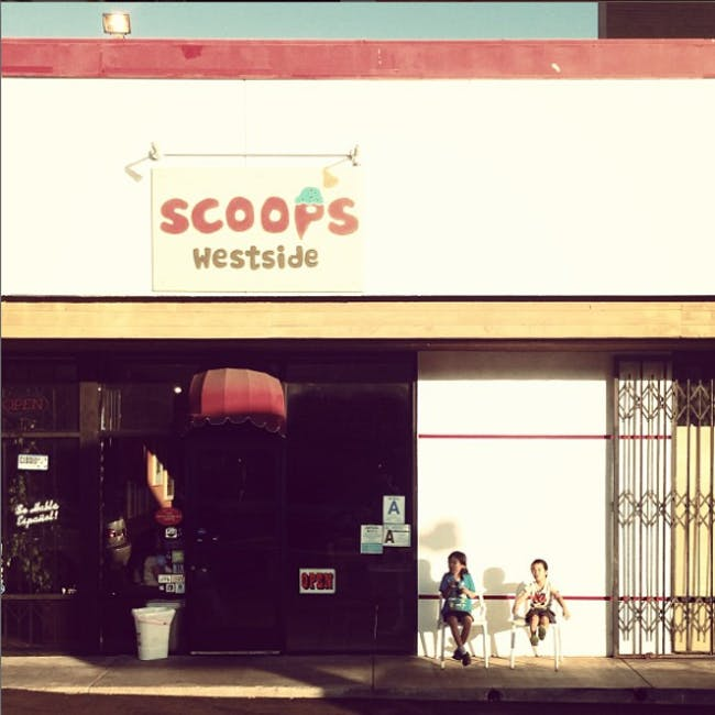 Scoops ice cream. Photo courtesy of Takashi Yanai.
