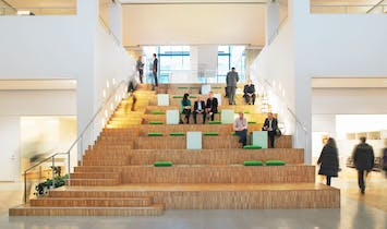 """How did architect Morris Lapidus' """"Stairs to Nowhere"""" transform stepped seating?"""