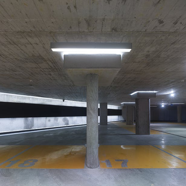 The vehicle entrances is treated from the parking lot with the same nobility as the rest of the building Photo.: A. Quiroga