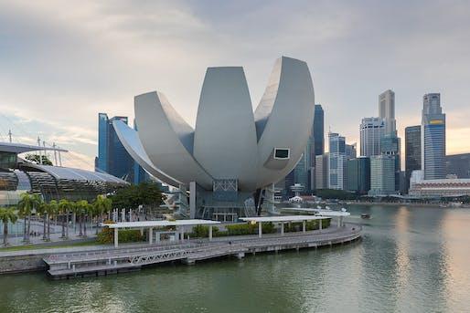 Moshe Safdie's ArtScience Museum. Marina May Sands, Singapore. (Wikimedia)