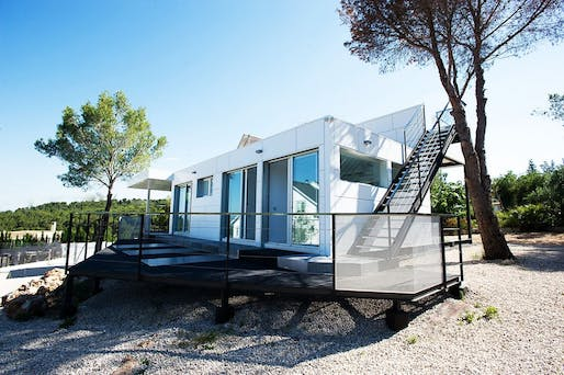 A prefabricated house in Valencia, Spain. Photo by Ulises Palermo via wikipedia.org.