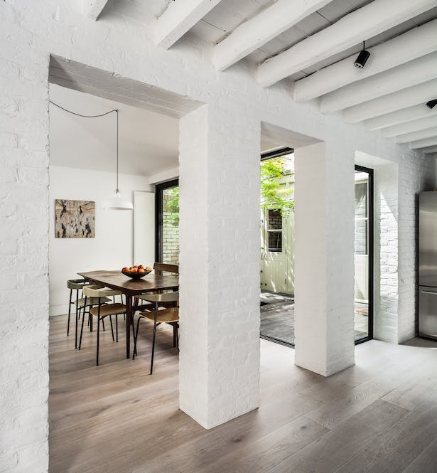 The courtyard interlinks the living spaces