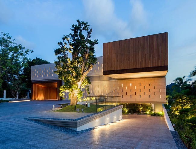 House X in Singapore by Redbean Architects; Lighting Design Consultants: Limelight atelier; Photo: Beton Brut
