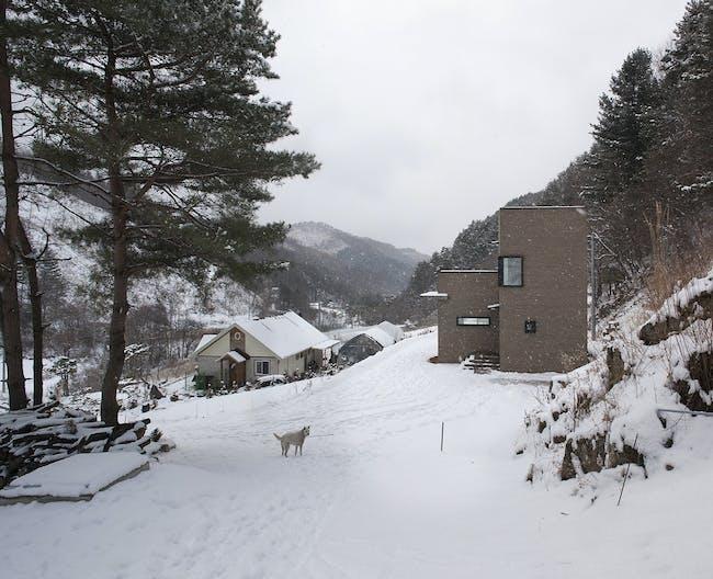 House in Sang-an, South Korea by studio_GAON; Photo: Hyosook Chin