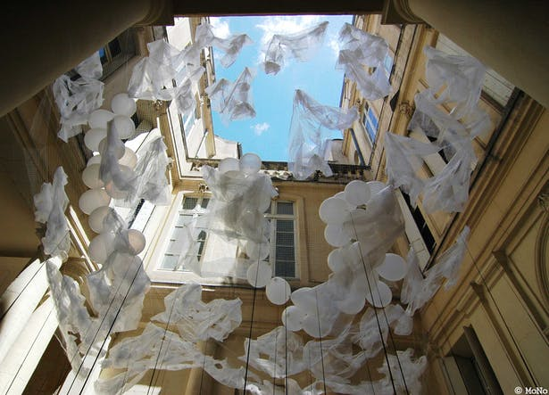 up view of the installation art (photo MoNo)