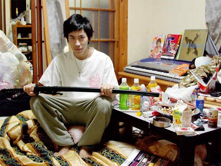 A 'hikikomori', or Japanese cyber hermit. Image via wikimedia.org