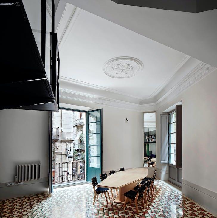 Carrer Avinyó. Photo © David Kohn Architects.