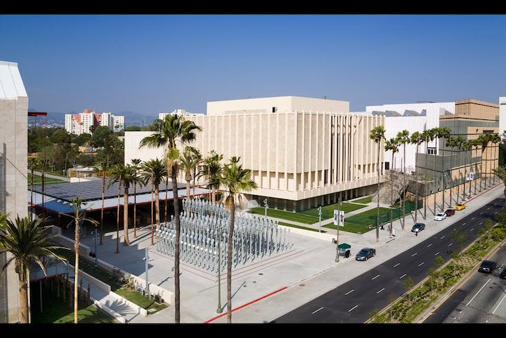 The LACMA engages with Wilshire Boulevard in a more gradual, inviting way (image via KCRW blog)