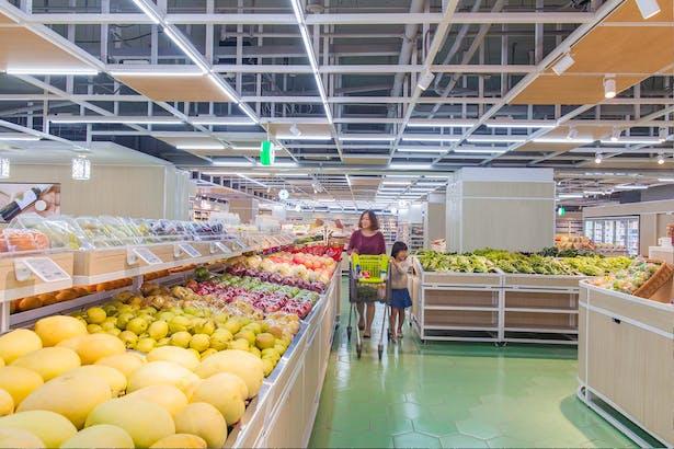 LATITUDE-market-07-fruits-area