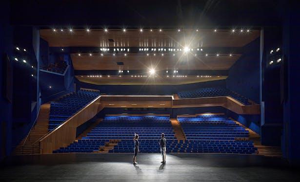 Grand theater. Photo by Jonathan Leijonhufvud