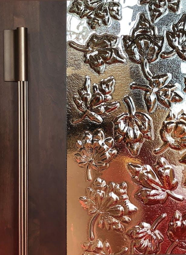 Maple leaf pattern in cast glass panel in Senate anteroom Martin Davidson, Diamond Schmitt Architects