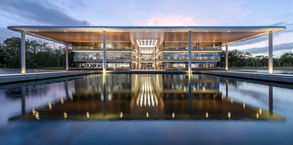 Foster + Partners unveils completed PGA Tour global headquarters