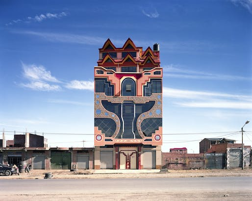 Freddy Mamani, Cholet in red brick residential area, El Alto. Photo © Tatewaki Nio, Néo-andina series, 2016. This work was produced with the support of the musée du quai Branly – Jacques Chirac