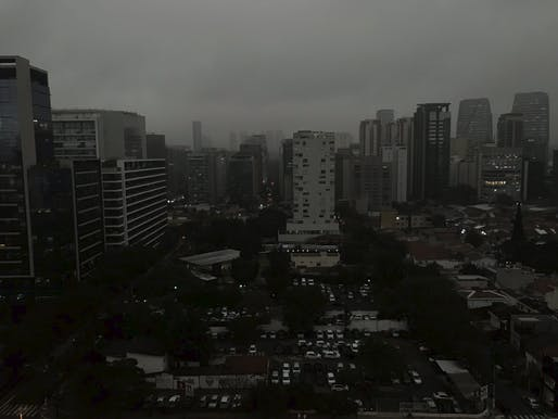 "Smoke-filled, black skies in São Paulo on Monday afternoon, 3:30 PM. Photo: Leandro Mota/<a href=""https://twitter.com/leandromota_/status/1163518390163640320"">Twitter</a>"