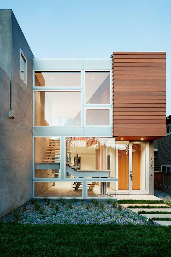 House in Manhattan Beach, CA by Walker Workshop; Photo: Nicholas Alan Cope