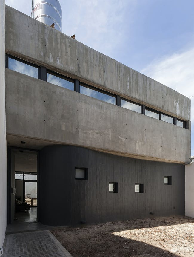 Office + House Luna in Buenos Aires, Argentina by Hitzig Militello arquitectos; Photo: Federico Kulekdjian