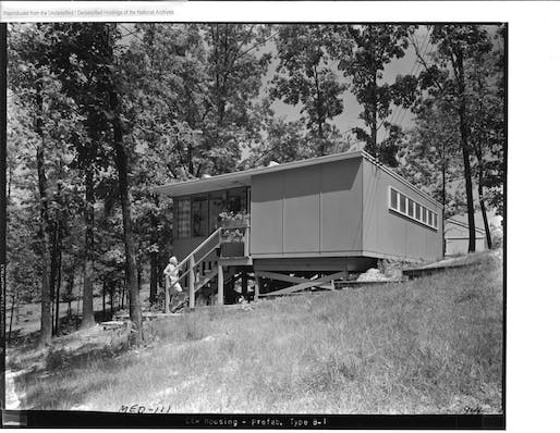 """""""Flat Top"""" house located in Oak Ridge, CA, 1944. Image: National Archives and Records Administration."""