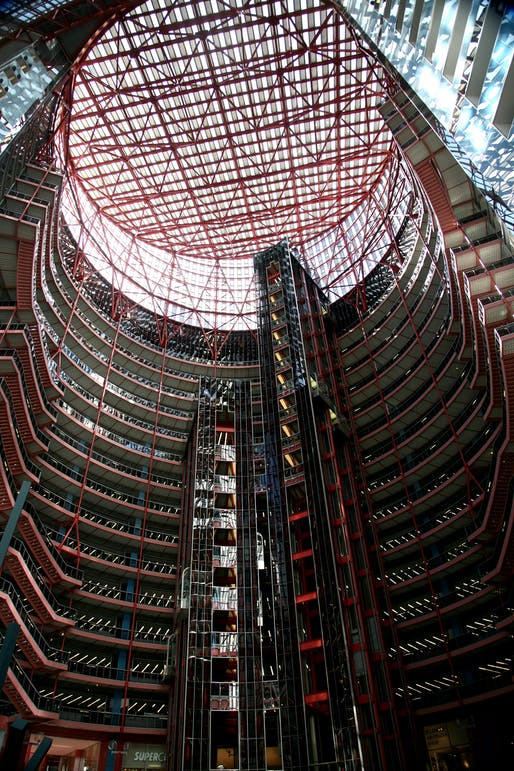 The James R. Thompson Center, Photo by Wikimedia user Vincent Desjardins