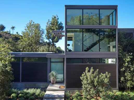 A custom LivingHomes-designed house by Plant Prefab in Los Angeles, California. Image via Plant Prefab on Facebook.