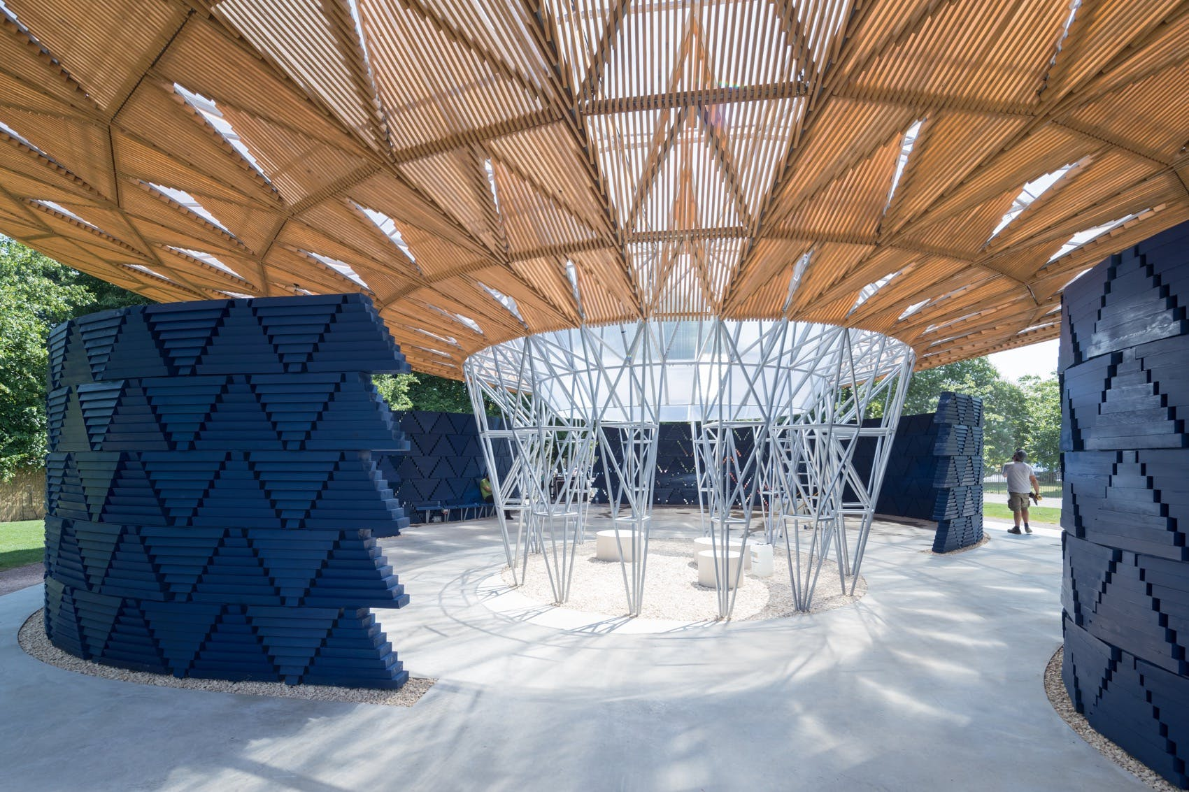 di b do francis k r 39 s tree inspired serpentine pavilion fuses cultural african references with. Black Bedroom Furniture Sets. Home Design Ideas