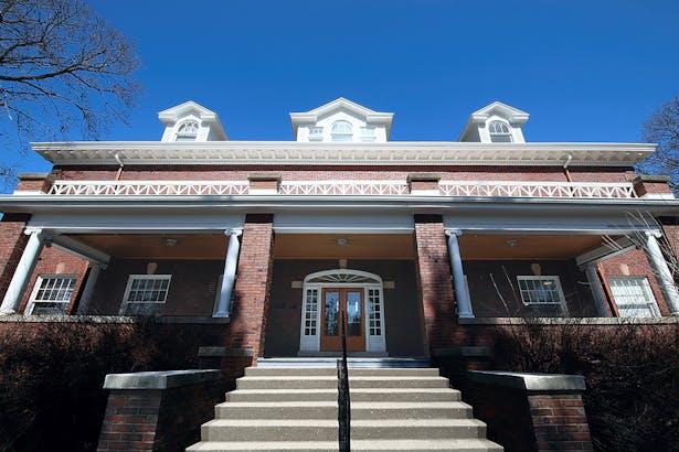 Larkin Place, Elgin, IL: Historic Building