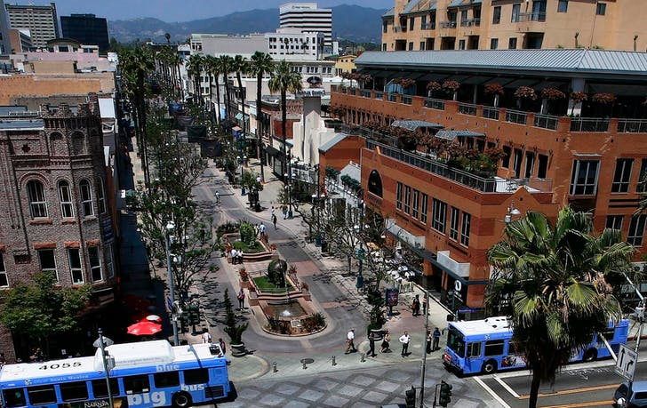 Santa Monica's Third Street Promenade (photo via everplaces.com)