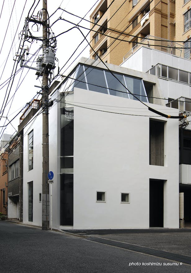the elevation looked from the intersection of site side 2 roads.(photo koshimizu susumu)