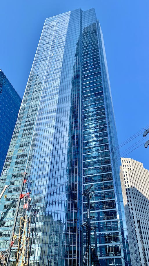 """Work on the """"perimeter pile upgrade"""" project to reinforce the sinking Millennium Tower has halted after the building sunk an additional inch. Image: Dead.rabbit/Wikimedia Commons"""