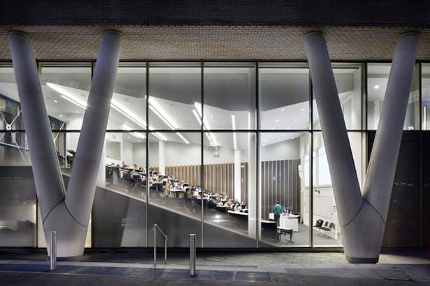 Exterior View of Lecture Theatre & Public Realm © Jack Hobhouse