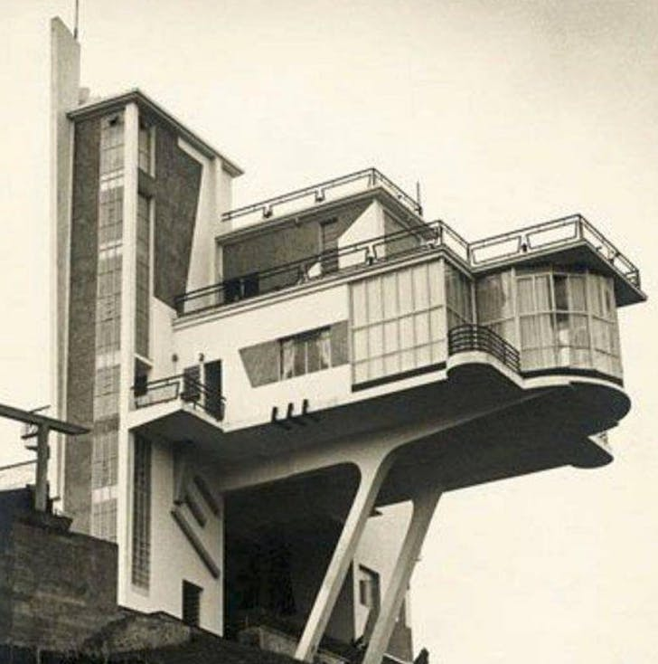 The performance of #modernist #architecture Villa Monzeglio in #caracas designed by #antoniomontini in the 50s. #venezuela #midcentury #midcenturyarchitecture #midcenturymodern