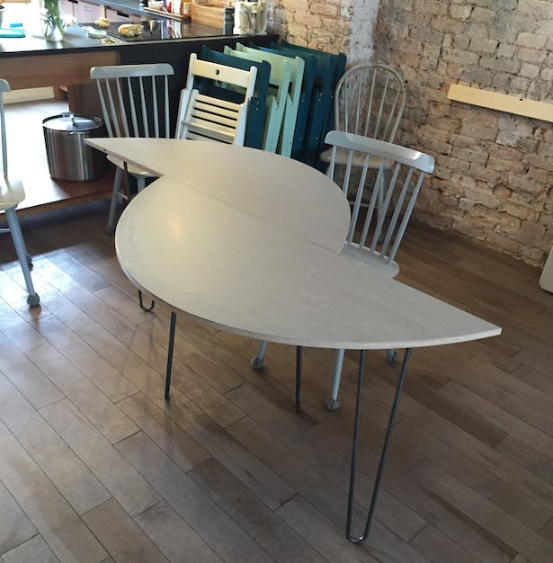 Modular table for coworking