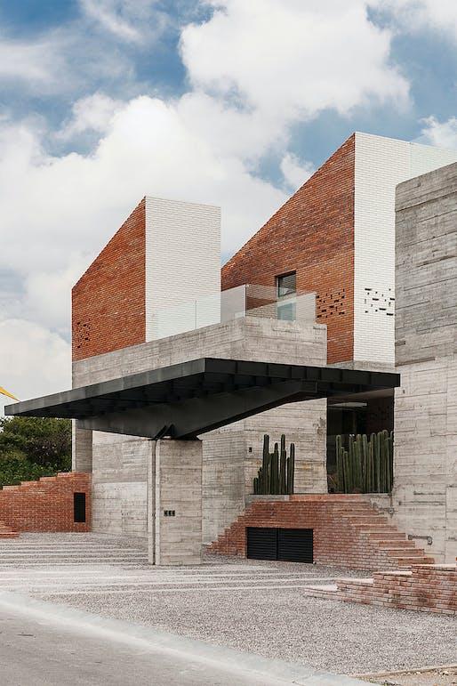 Casa DATRI & DASA in Amanali, Tepeji del Rio, Mexico by [mavarq]; Photo: Jaime Navarro