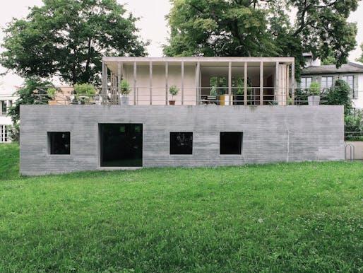 jurek brueggen architekten + kosa architekten - Haus am See. Werder (Havel), Germany. Photo: Jurek Brüggen.