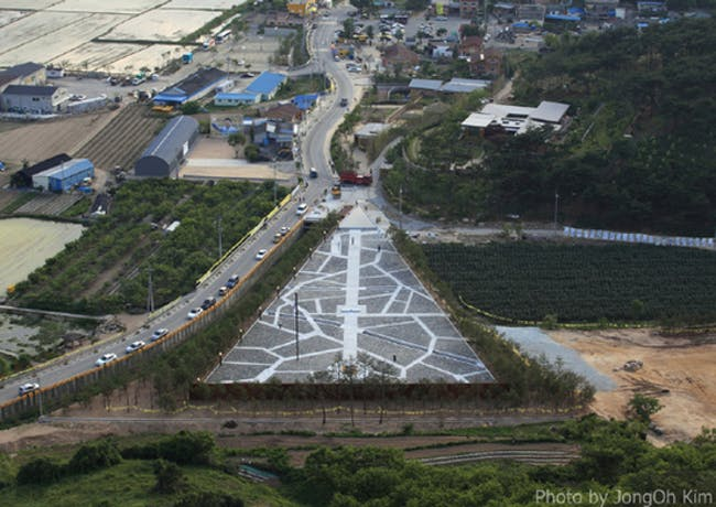 """""""Bonghwa Village Graveyard,"""" the burial ground of late President Roh Moo-hyun, by Seung Hyo-Sang."""