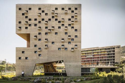 New Huechuraba Campus by Rafael Hevia, Gabriela Manzi, and Rodrigo Duque Motta. Image © Fernando Guerra