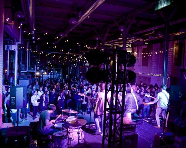 Concert at Junction Craft Brewing (Photo: Robert Skuja)