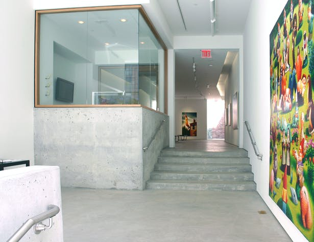A new concrete slab was poured to create a 5,000 sq.ft. bi-level gallery space design for a maximum flexibility.
