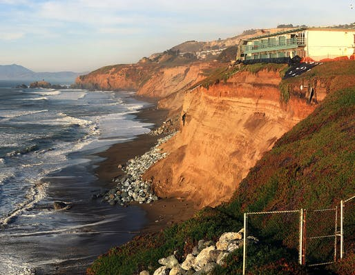 Coastal erosion in Pacifica, Northern California. Photo: Brocken Inaglory/Wikimedia Commons