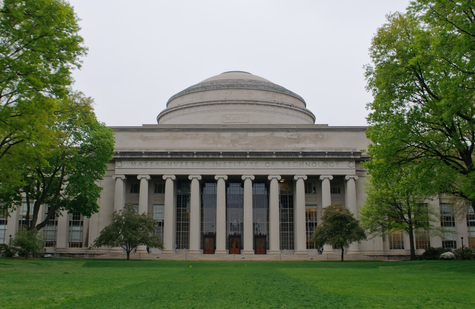 MIT Media Lab leadership under scrutiny for financial ties to
