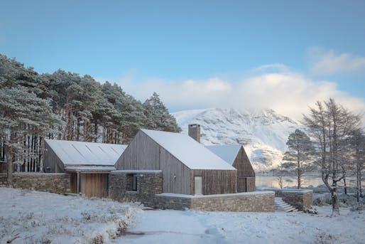 Lochside House by HaysomWardMiller Architects. Photo © Richard Fraser.