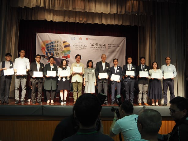 LWK's Managing Director, Mr. Ronald Liang (sixth right) and Director, Mr CM Lee (fifth right) was honoured at the award ceremony with the rest of the project team.