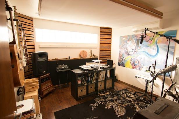 Live Room (DJ Setup)