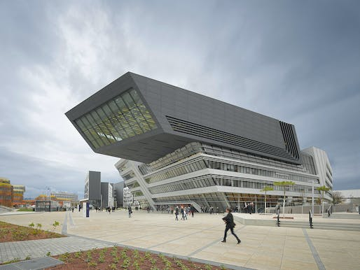 New facade troubles at the Zaha Hadid Architects-designed Library and Learning Center, Vienna University of Economics and Business. Photo: Roland Halbe