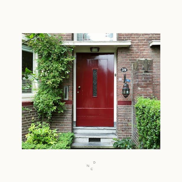 Achter deze voordeur gaan wij aan de slag met de renovatie & uitbreiding van een prachtige jaren 30 woning. Binnenkort is het ontwerp op onze website te zien!