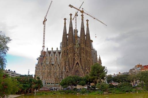 Basilica 'La Sagrada Familia,' image via Flickr.