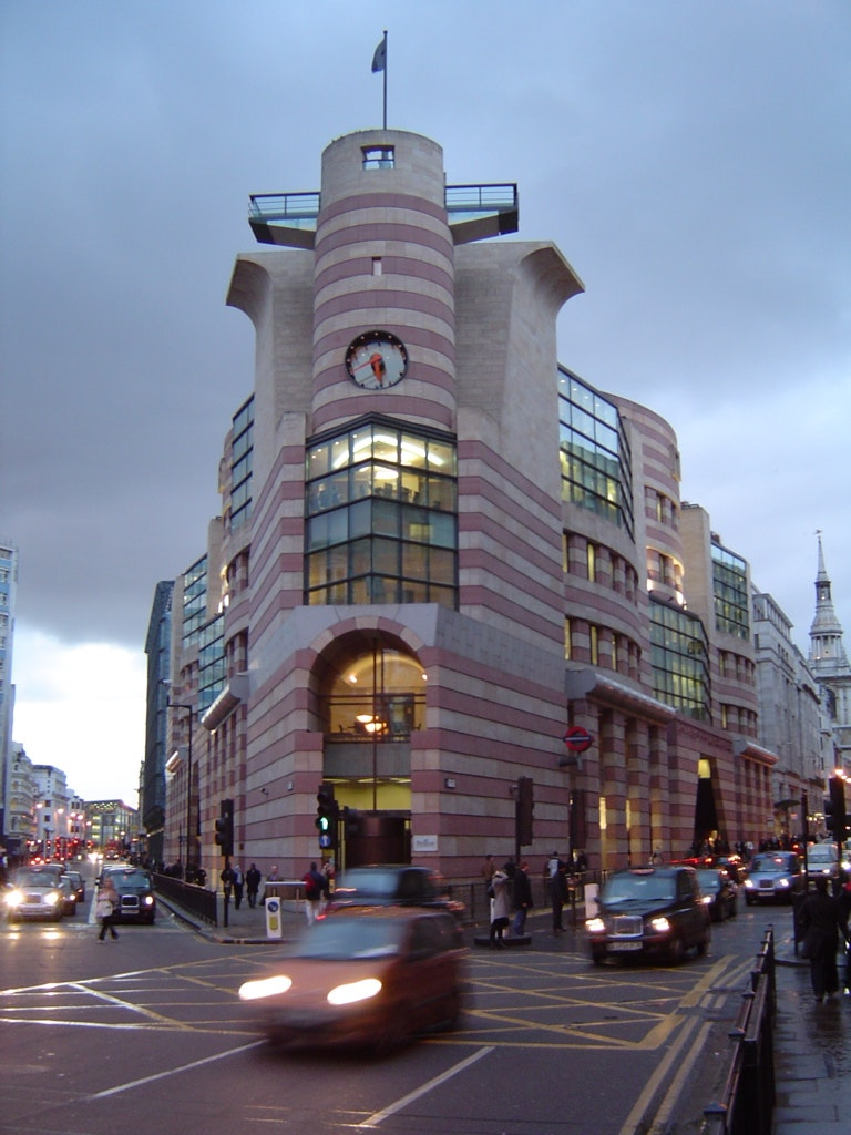 Postmodern No 1 Poultry Divides Architects In Debate Over